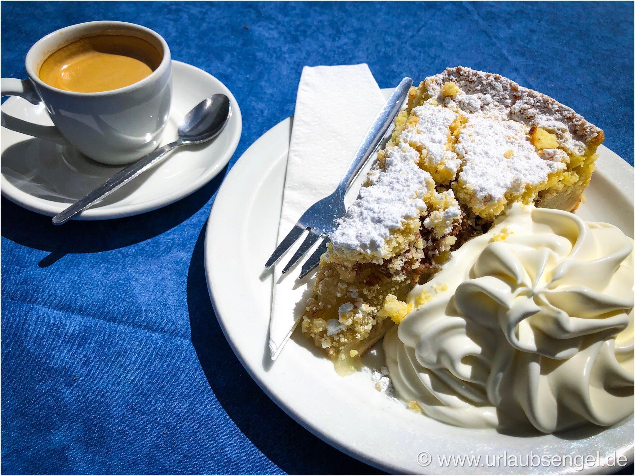 Gedeckter Apfelkuchen im Cafe Anton in Swakopmund