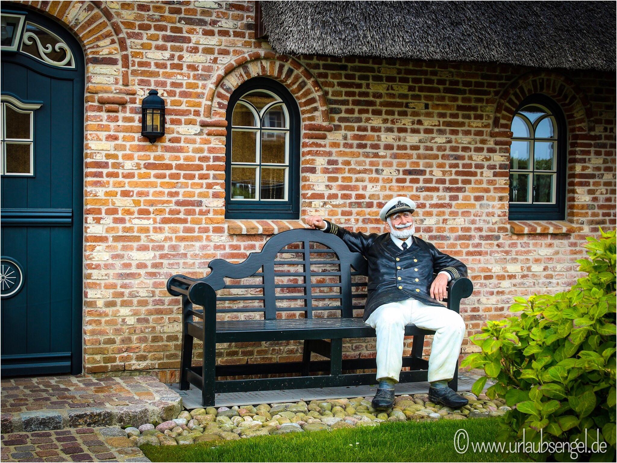 Seemann im Vorgarten auf Sylt