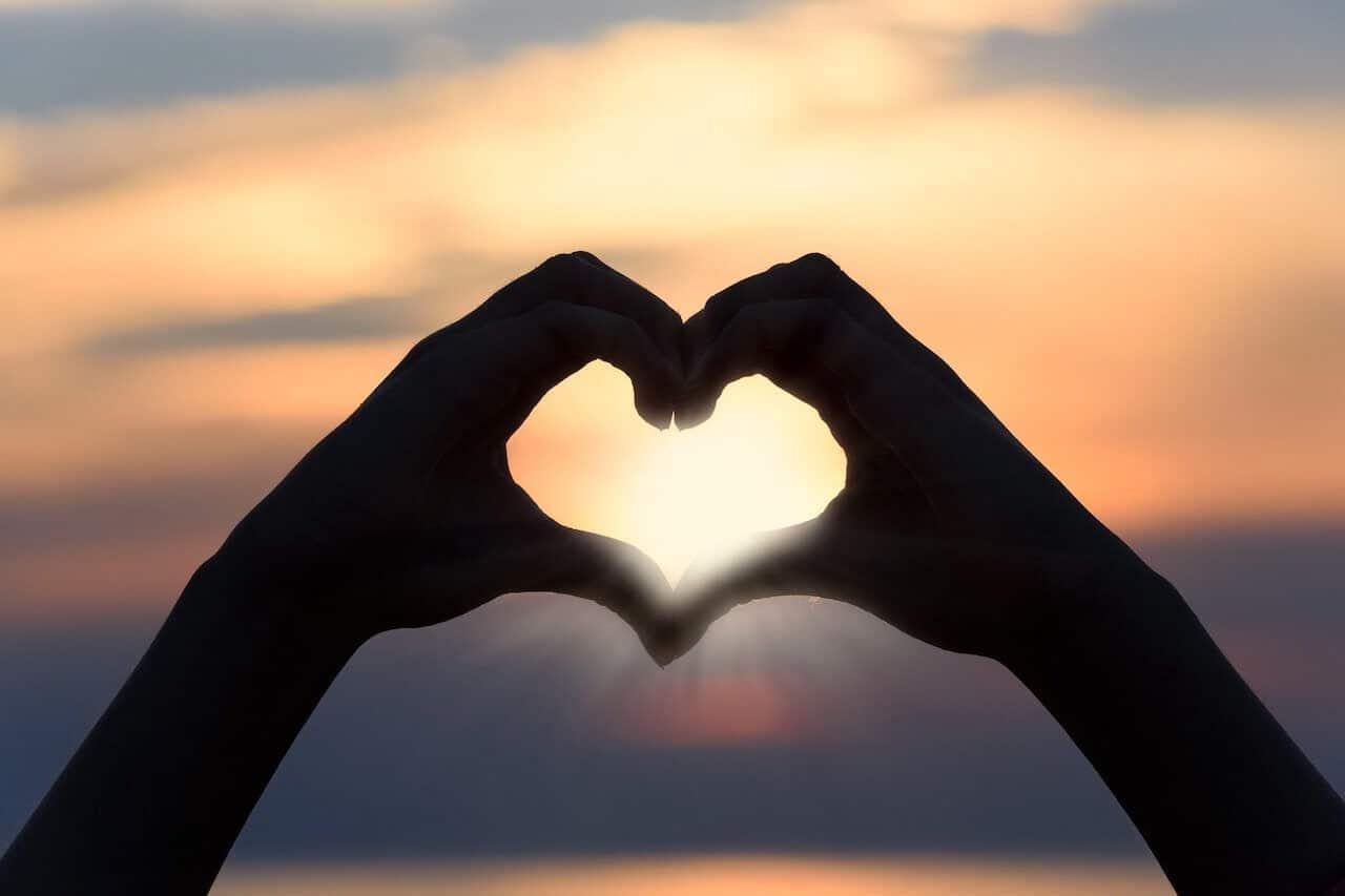 Herz im Sonnenuntergang, Flitterwochen