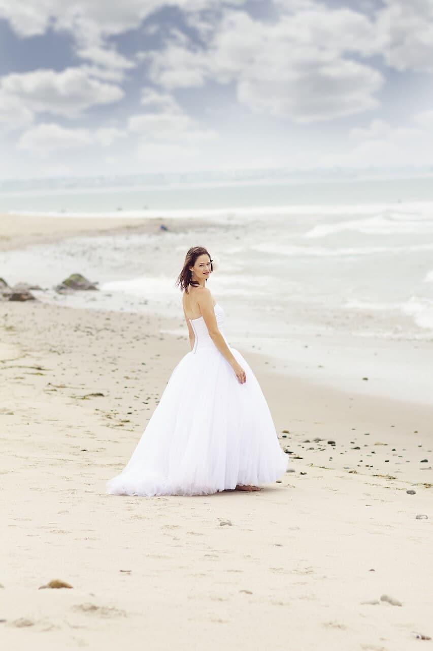 Braut am Strand, Hochzeitsreise, Flitterwochen