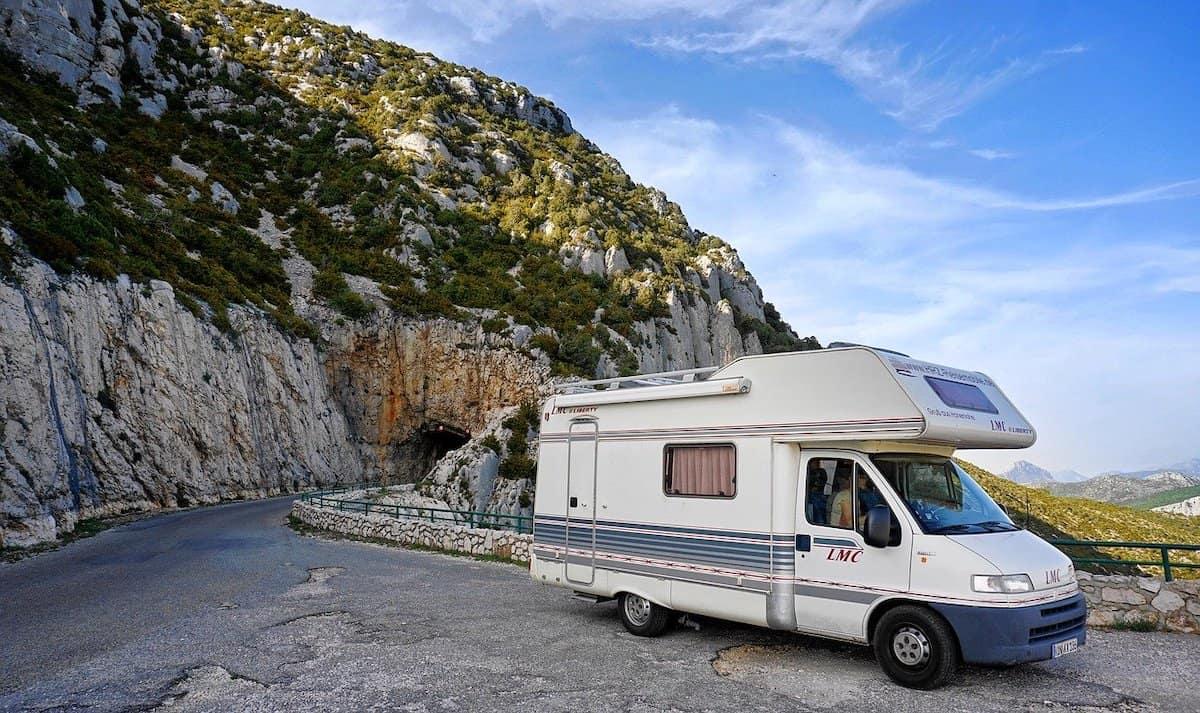 Urlaub mit Camper in den Bergen
