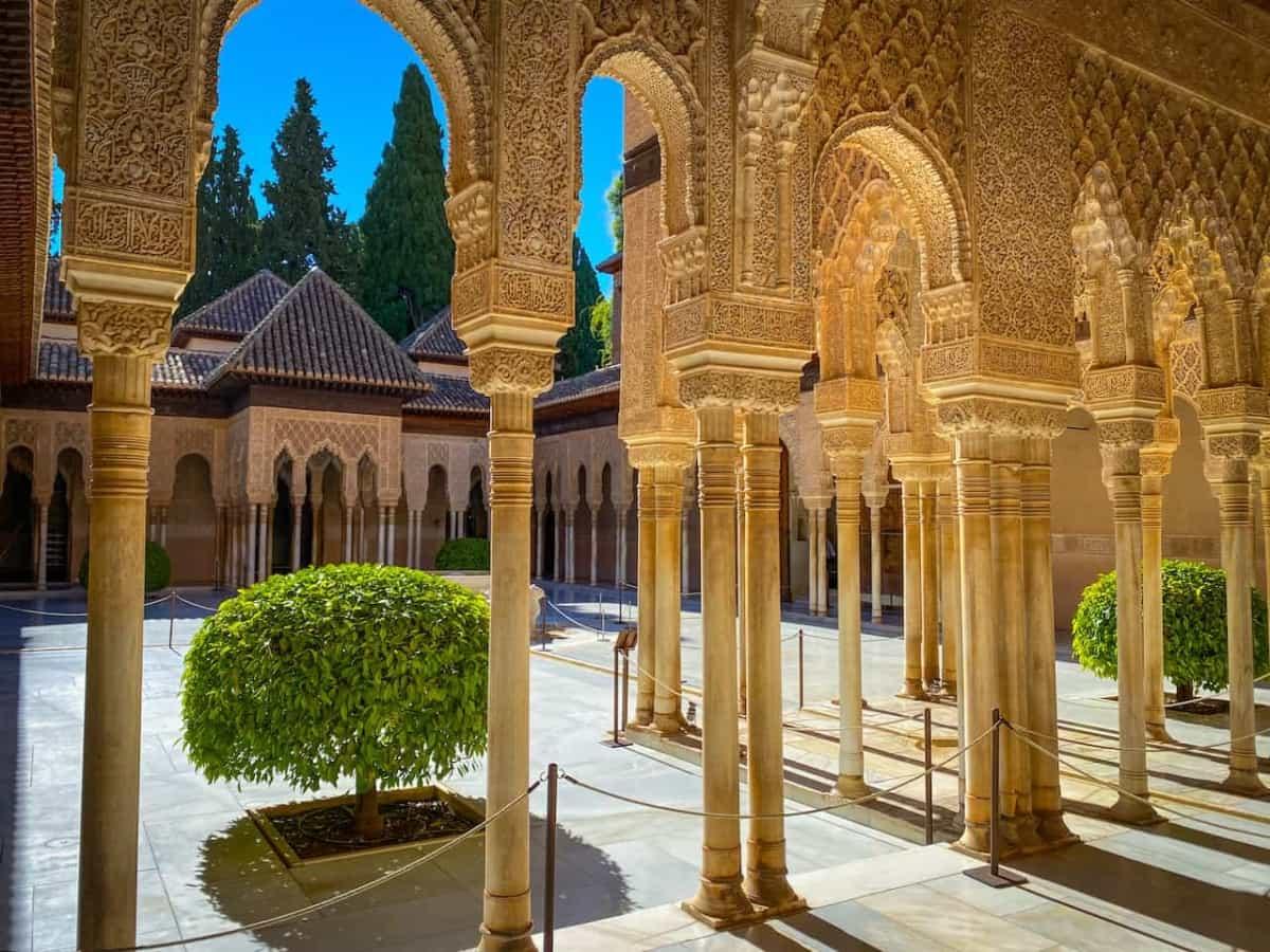 Der Löwenhof in der Alhambra   Reiseagentur Urlaubsengel